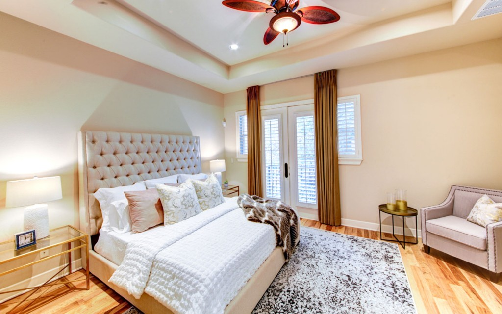 1529 Barton Springs Road bedroom